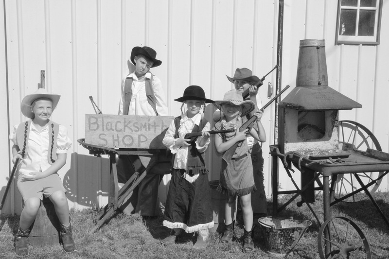 Annie Oakley Siblings
